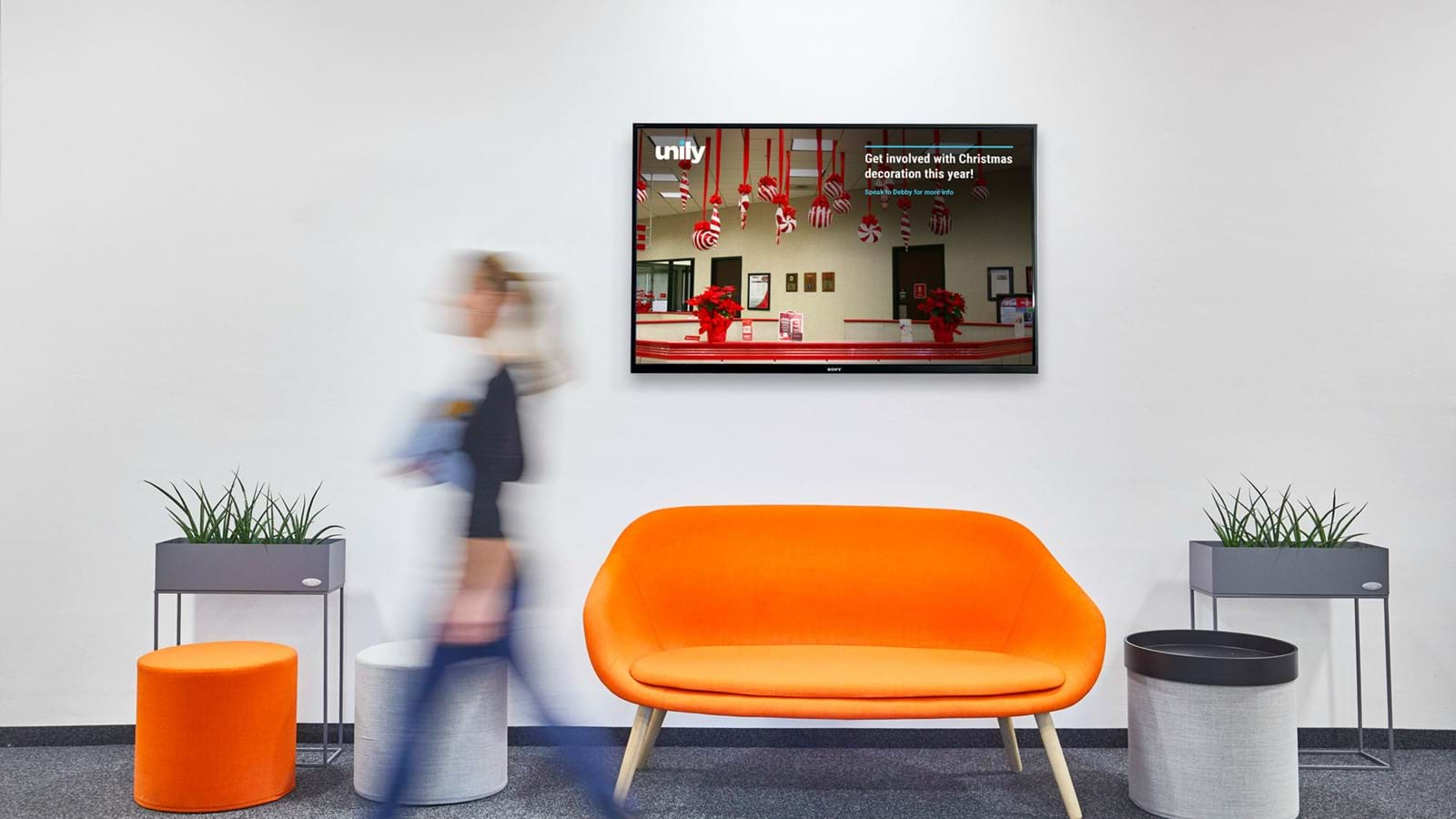 Digital signage using intranets in the modern world